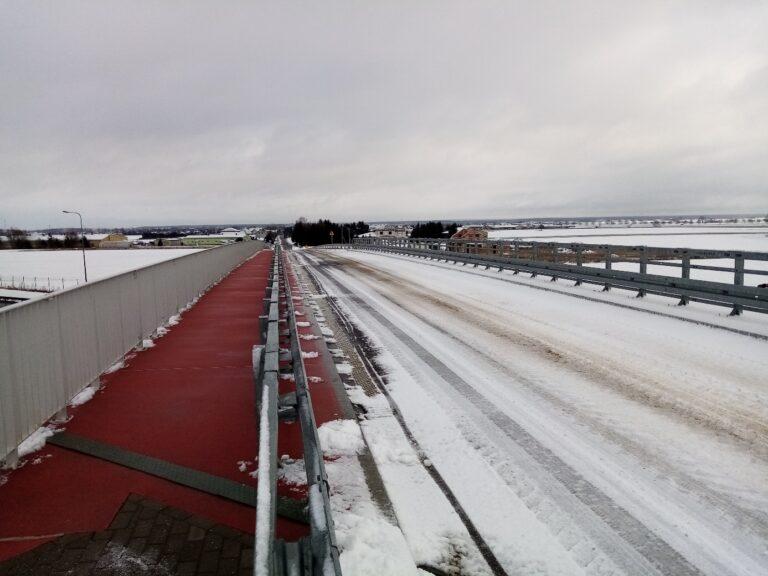 Utrzymanie zimowe na wiadukcie drogowym nad S5