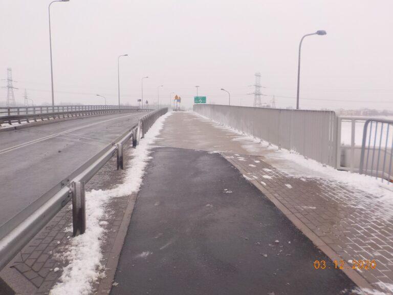 Zimowe utrzymanie wiaduktu w Konarzewie